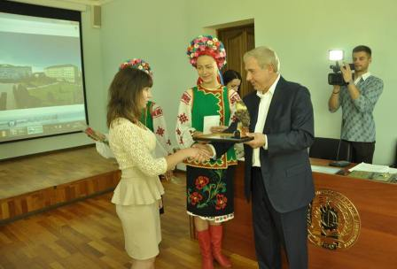 http://kaletnik.com.ua/img/2006вчена рада-1.jpg