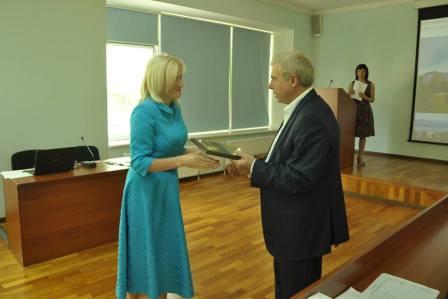 http://kaletnik.com.ua/img/20062 вч.рада-1.jpg